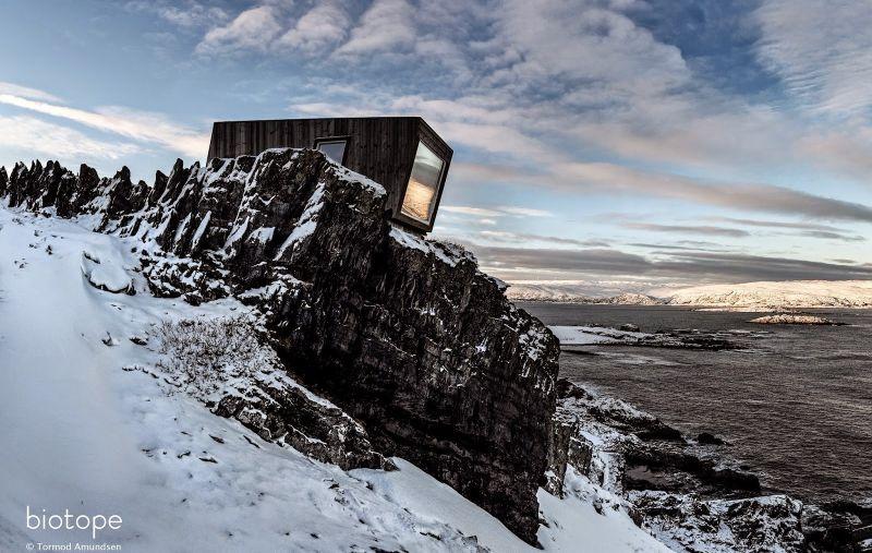 Hide and See Kongsfjord bird hide wind shelter - sign Tormod Amundsen