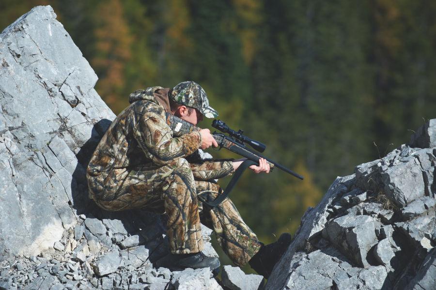 Z6i Hunter aiming in rocky tarrain ID: 352474