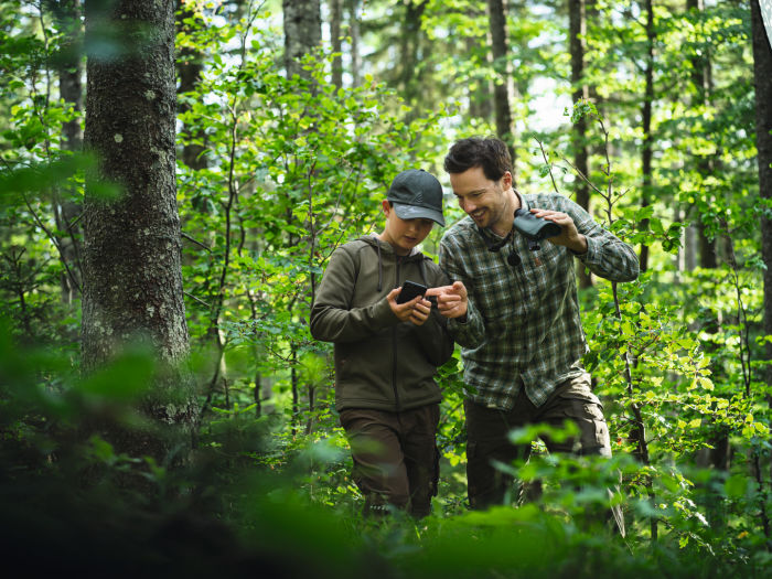 The fun of exploration – how the SWAROVSKI OPTIK dG turns everyone into a wildlife expert -Mentoring the next generation in treating nature with care and respect .