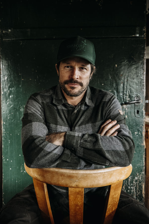 Leading a life as close to nature as possible – hunter and chef Markus Sämmer portrait (c)www.studio-steve.de