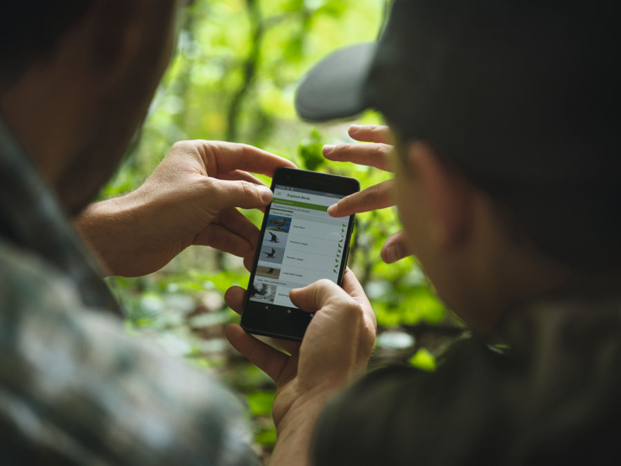 The fun of exploration – how the SWAROVSKI OPTIK dG turns everyone into a wildlife expert - And the best thing is: with the dG and the associated apps (Merlin Bird ID and dG Mammals)