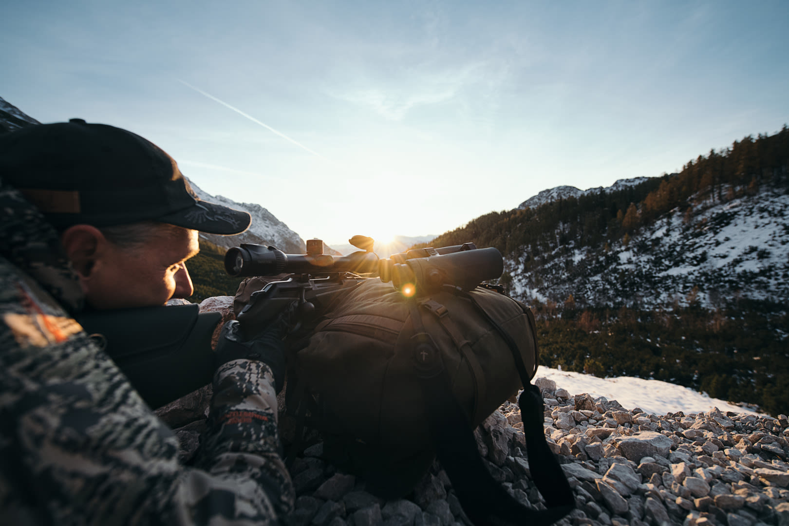 EL Range TA 10x42 sunset shot with hunter, Halltal