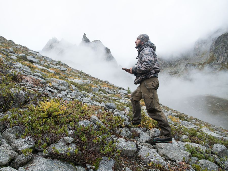 Hunting chamois with the EL Range TA in the Swiss Alps H/ - walking with the EL Range TA