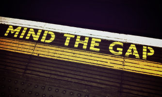 London Tube 'Mind the Gap' sign.