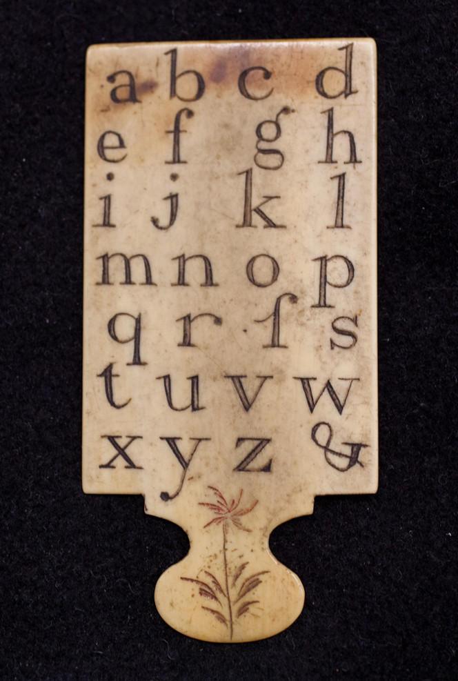 Turnbull hornbook showing the lowercase letters with two forms of the letter 's' and finishing with the ampersand.