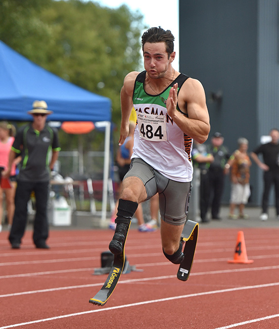 Liam Malone, Paralympic sprint champion, races on blades at a NewZealand athletics competition. Liam won Paralympic gold in the 200 and 400 and silver in the 100 metre sprints, Rio de Janeiro 2016.  [Sprint champion](/files/schools/hm26-sprint-champion-english.mp3)