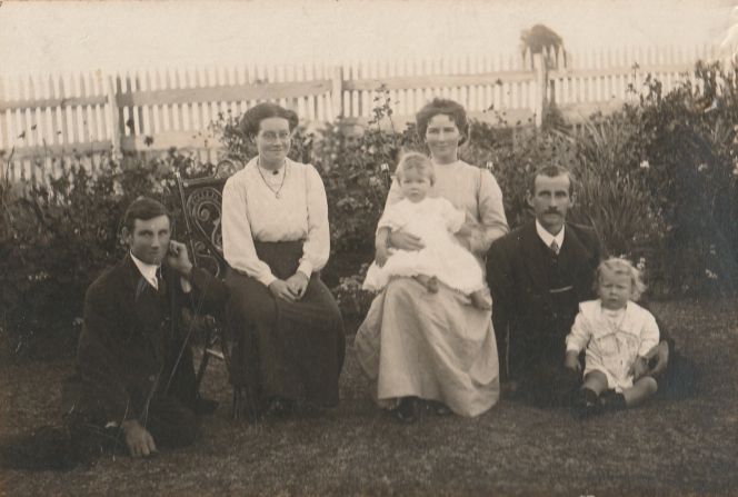 Harry and Bessie Comper with their cousin Maurice Wraight and his wife and children, at Cheriton.