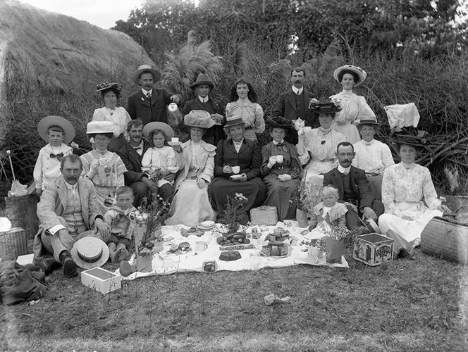 A large group of men, women and children at a picnic