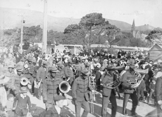 Māori band arriving at the Basin Reserve, 28 March 1900.