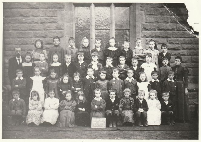 Horsforth School photo with Ted Smith and his brother Harry.