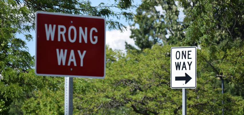 'Wrong way' and 'one way' road signs