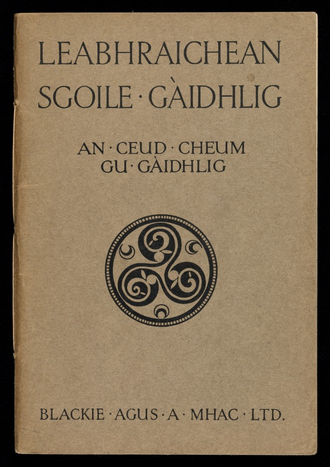 Cover of An ceud cheum gu Gaìdhlig, with a Gaelic icon in the middle.