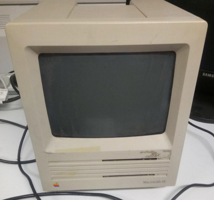 Macintosh SE computer