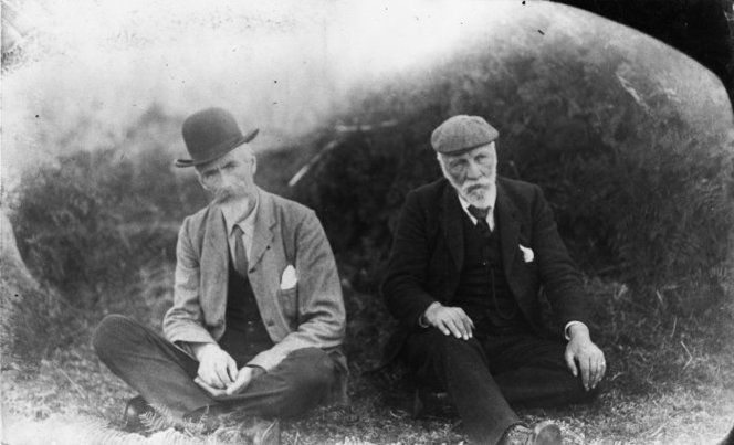 Elsdon Best and Percy Smith sitting together. Both are wearing hats.