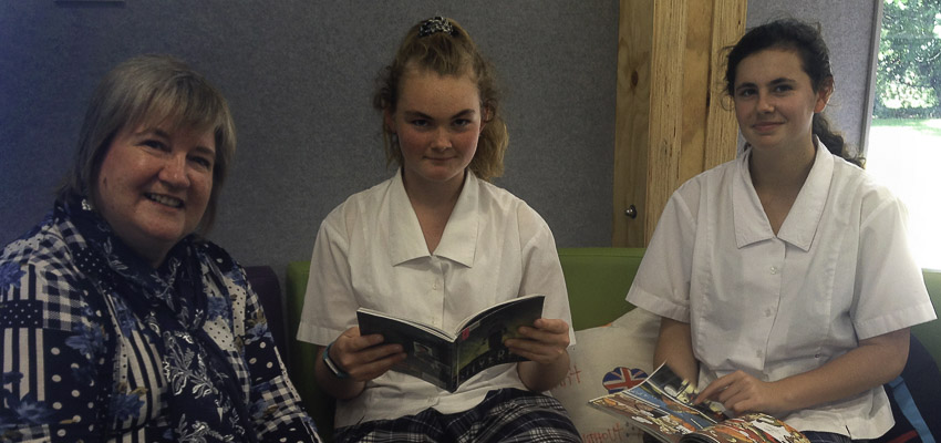 2 Marlborough Girls' College students with their school librarian