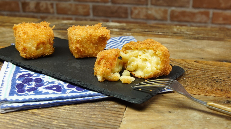 Aug 20, · This recipe is based off of Todd Wilbur's Fried Mac and Cheese TGI Friday's copycat recipe and it has multiple stages This TGI Friday's Fried Mac and Cheese copycat takes mac and cheese to Servings: