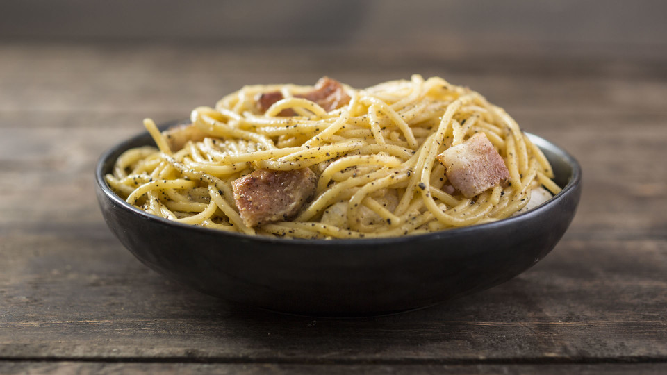 Simple Spaghetti Carbonara ~ Recipe | Tastemade