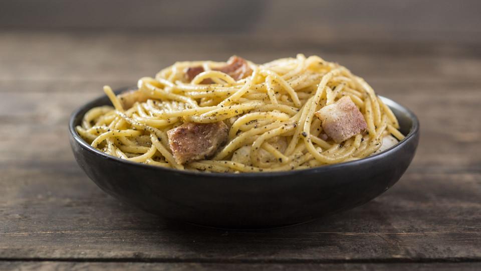 Simple Spaghetti Carbonara ~ Recipe | Tastemade