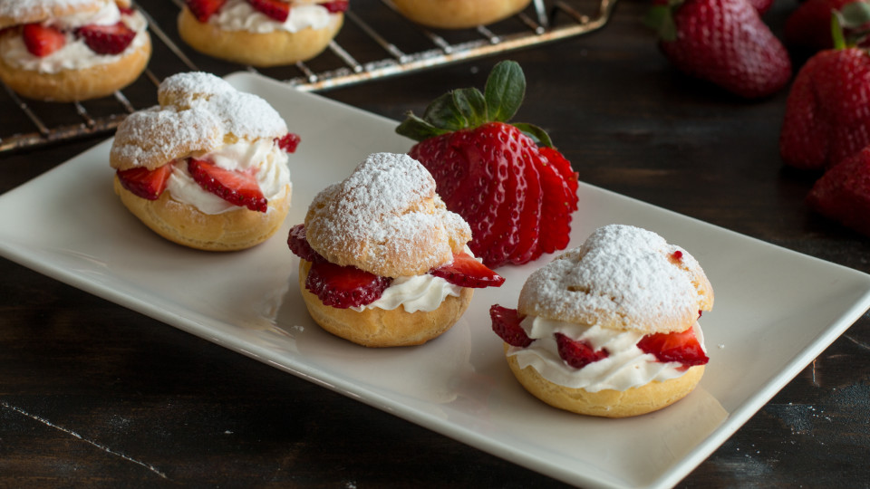 Strawberry Cream Puffs ~ Recipe | Tastemade