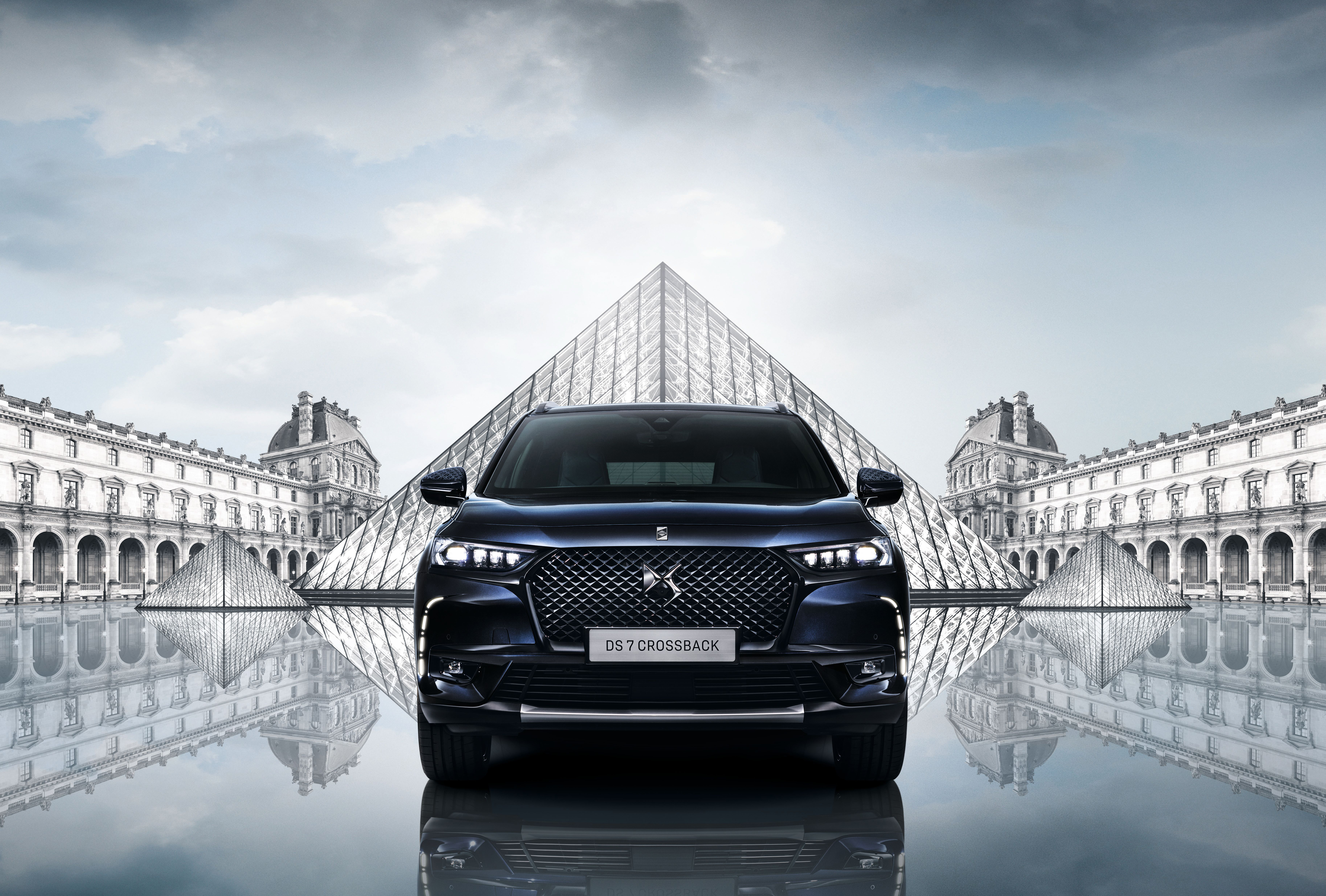 DS7 Crossback Louvre - car & louvre cropped