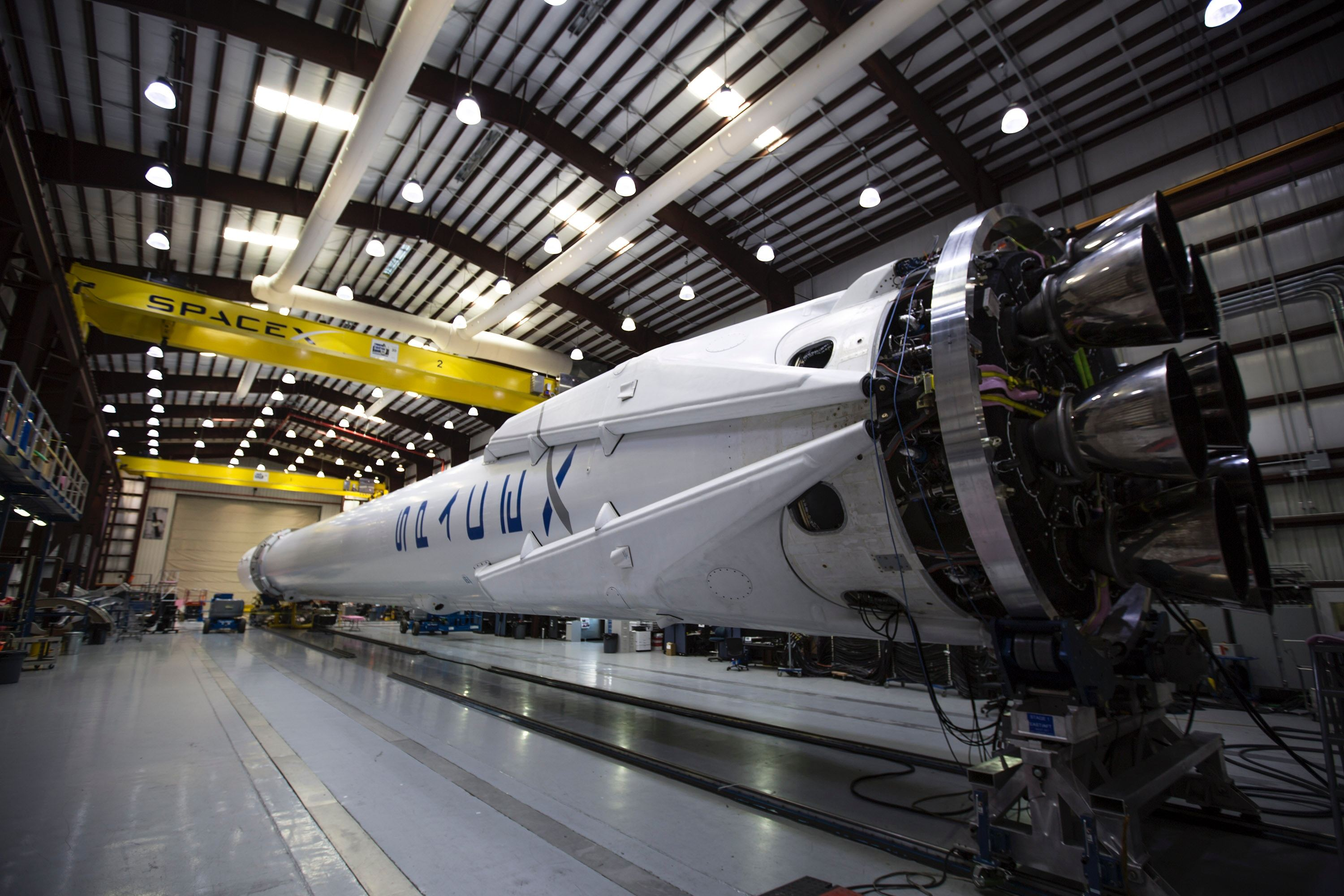 spacex-hangar