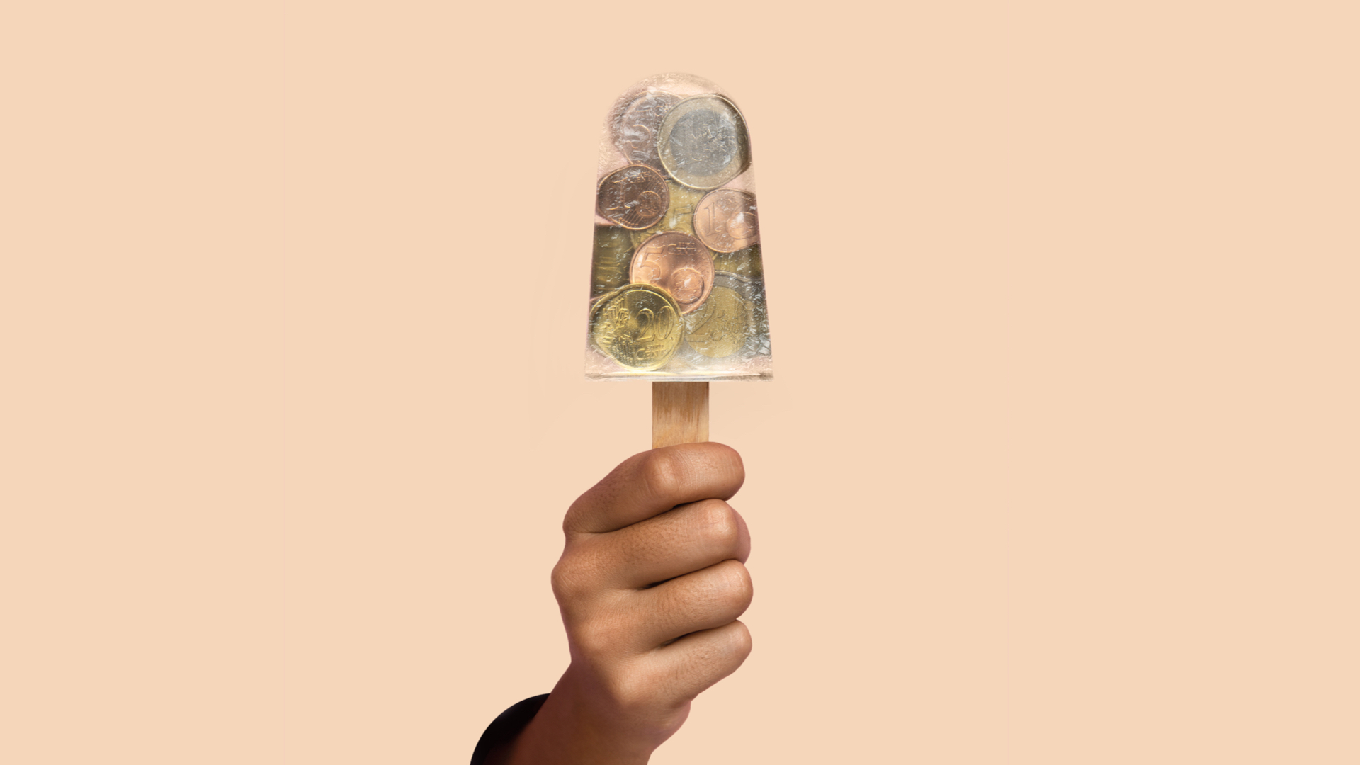 N26 Press Image of our 26 reasons campaign with a hand holding a see-through ice cream with coins in there
