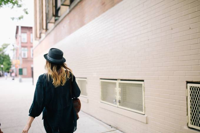 Woman with hat walking.