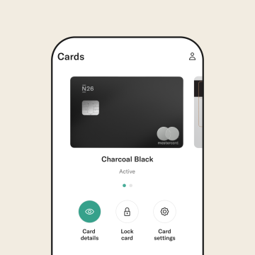 phone screen with N26 Metal Mastercard.