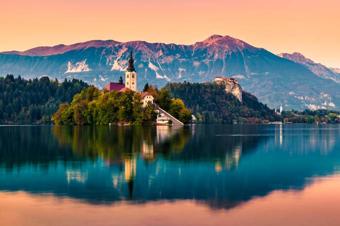 picture of lake bled in slovenia.