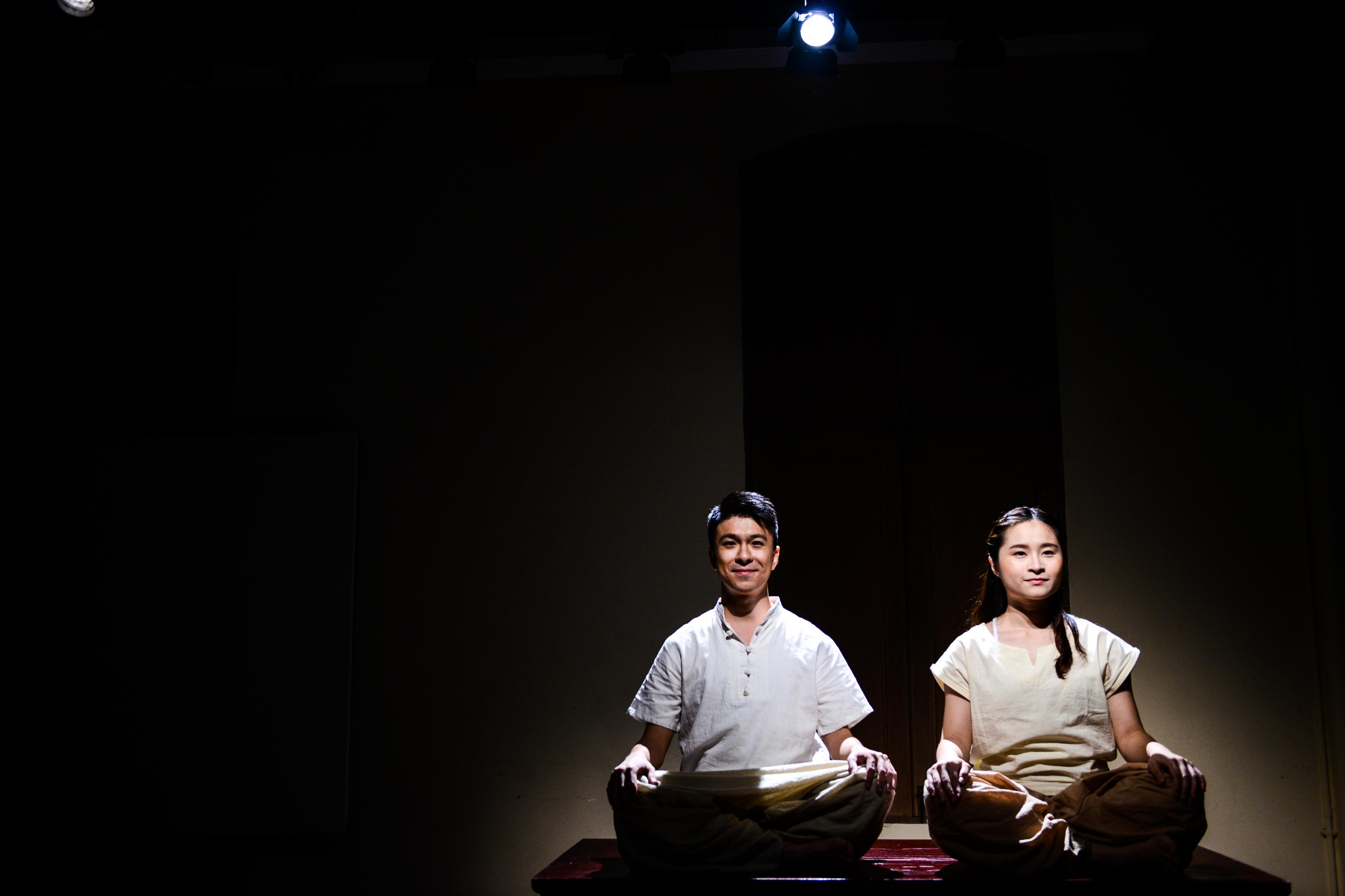 《牛奶與蜜糖》/人物:施標信、隆藹宜/類別:《牛奶與蜜糖》、演出/攝影:Fung Wai Sun/(天台製作 • 香港專業劇團)
