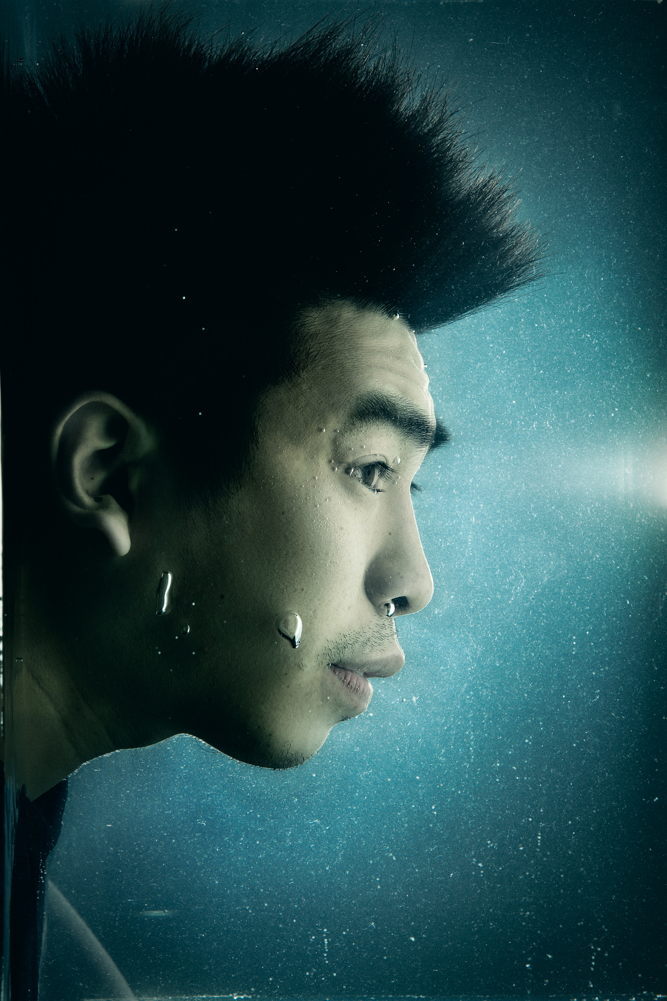 《消失的海岸線》/人物:吳紹熙/類別:頭像攝影、《消失的海岸線》、宣傳照片/攝影:Ivor Houlker/(天台製作 • 香港專業劇團)