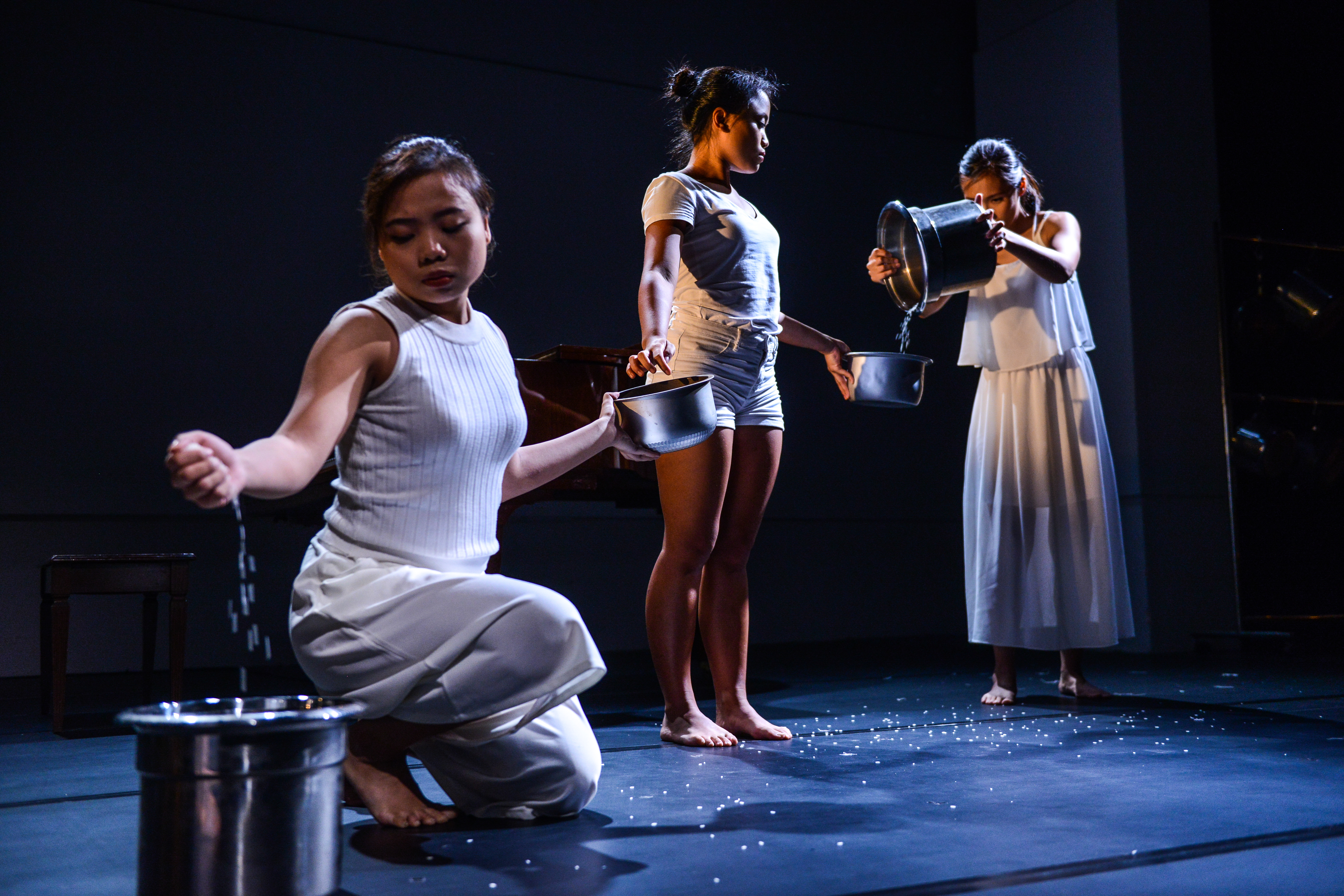 Global Care Chain | Featuring: Karen C. Siu | Tagged as: Not The Maids, Show | Photo: Fung Wai Sun |  (Rooftop Productions • Hong Kong Theatre Company)