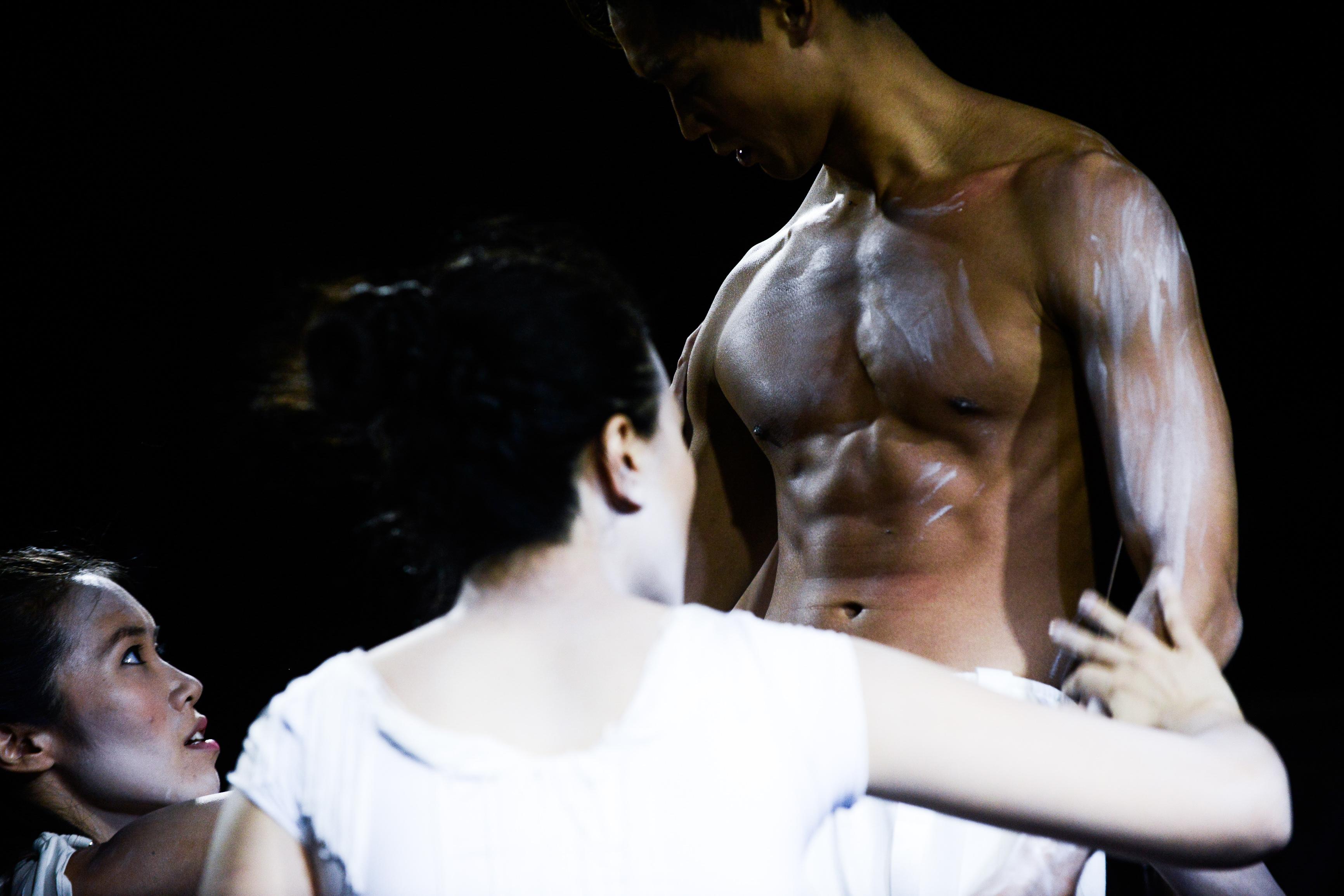 《行為淪喪》/人物:梁皓貽/類別:演出、《行為淪喪》/攝影:Fung Wai Sun/(天台製作 • 香港專業劇團)