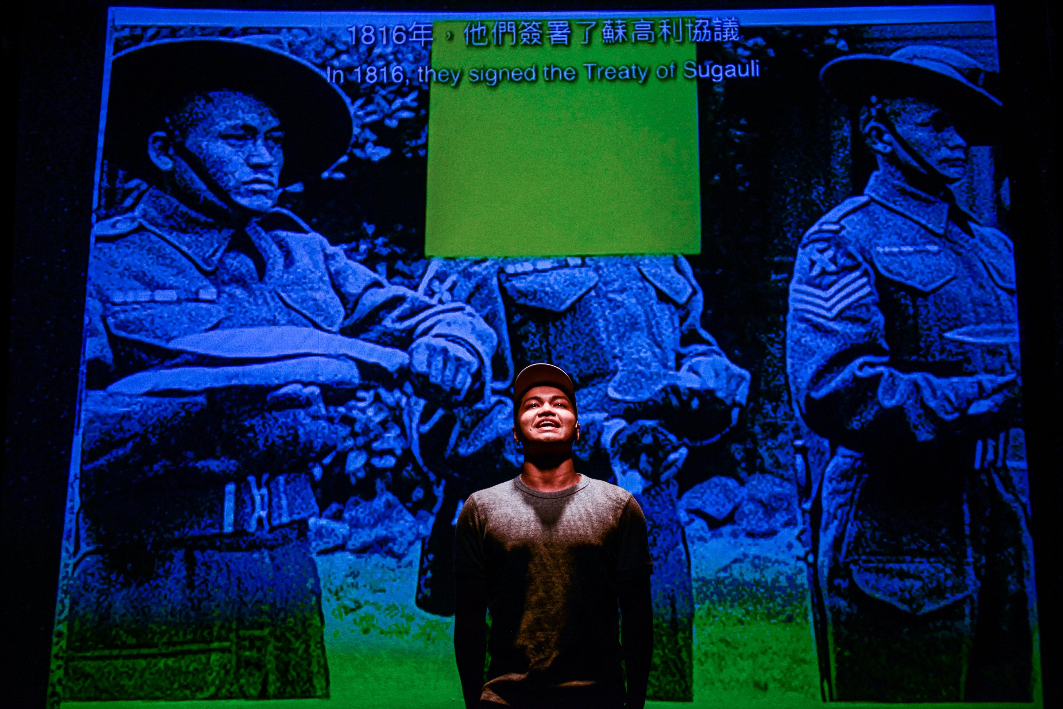 《山下的證詞》/人物:Basnet Tusar/類別:演出、《山下的證詞》/攝影:Fung Wai Sun/(天台製作 • 香港專業劇團)