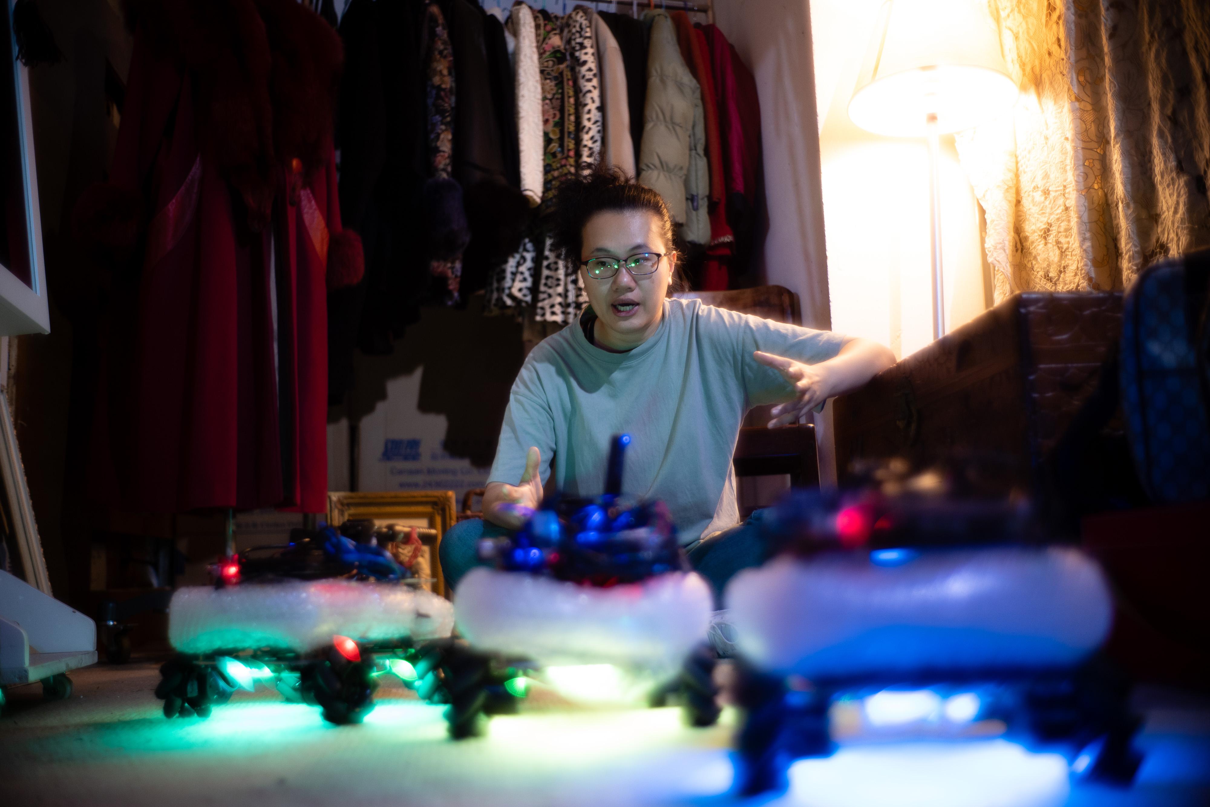 《遙距在場》/人物:李婉晶/類別:《遙距在場》、演出/攝影:Jerry Ip/(天台製作 • 香港專業劇團)