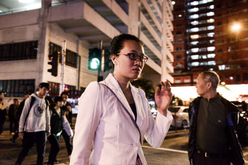 Michelle crossing the street, Michelle crossing the street, tagged as: 環境劇場, 演出, 李婉晶, 《消失的海岸線》.