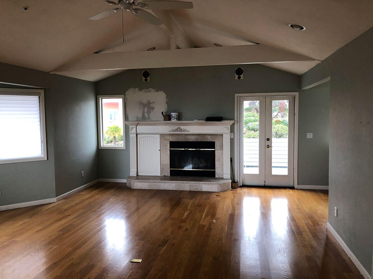 Outdated, dark, and empty living room, before using concierge