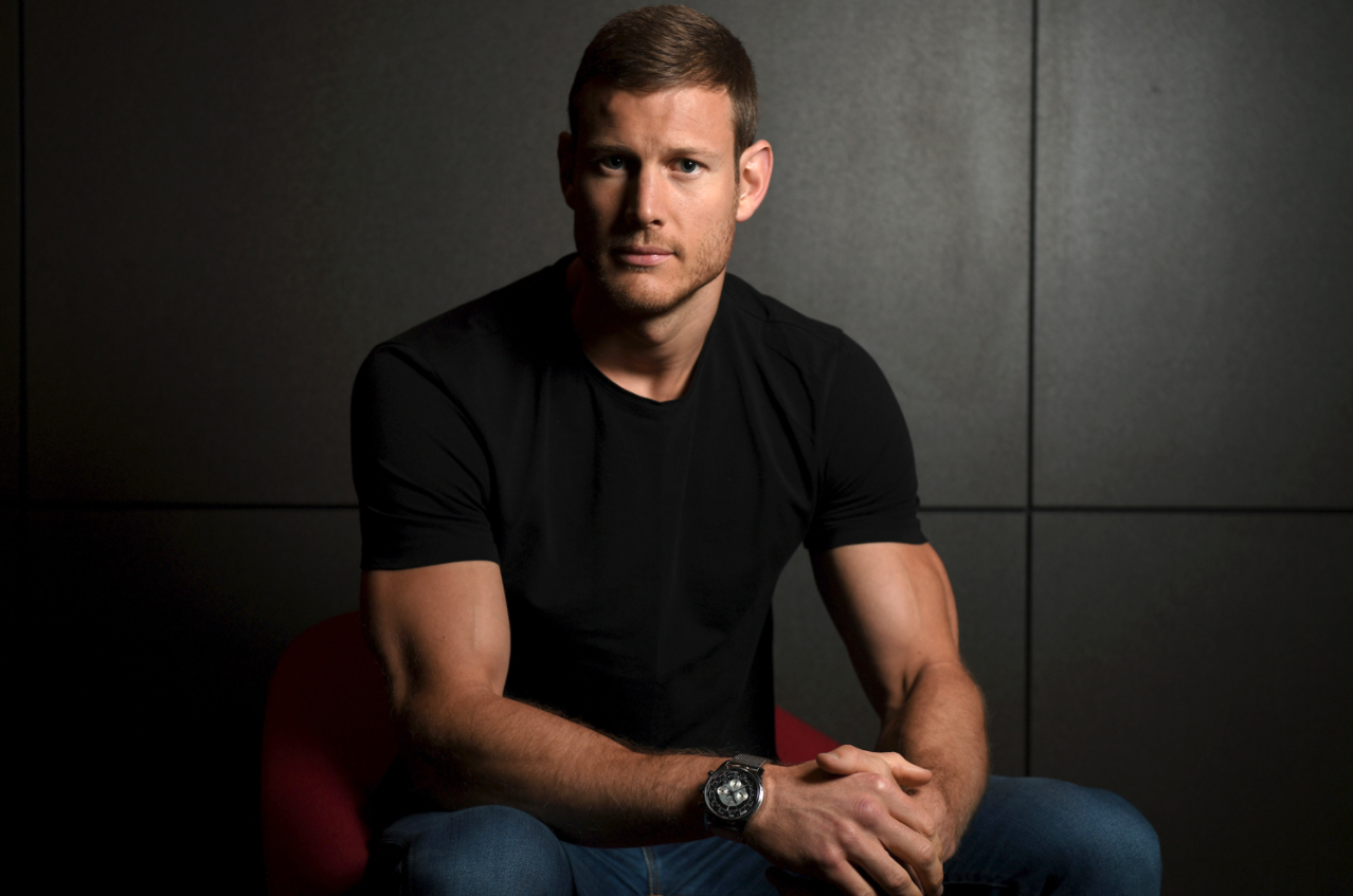 How Umbrella Academy's Tom Hopper Has Gotten Healthy After Years of Disordered Eating