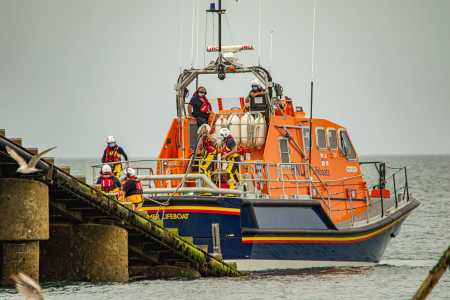 Lifeboat Volunteers ian-barsby-fvJ9VGJ9xI0-unsplash