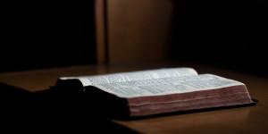 Bible audio : un texte sacré au creux de l'oreille