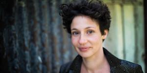 """Entretien avec Alice Zeniter : """"Le politique est profondément romanesque et la littérature est une excellente manière de le traiter"""""""