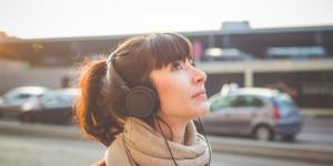 """Ascolti """"al femminile"""": 12 audiolibri di scrittrici straordinarie"""