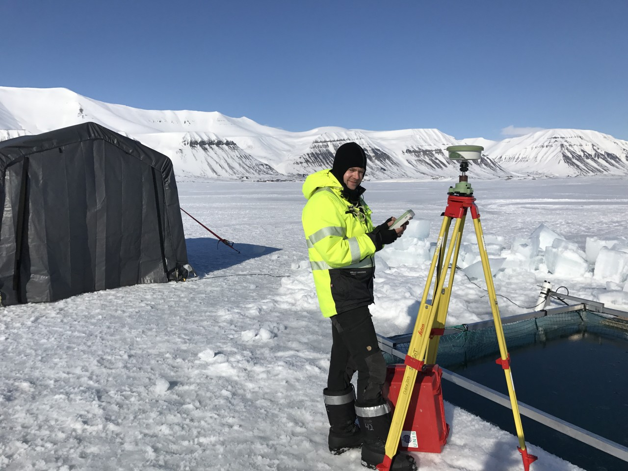PhD candiate and AUV expert Petter Norgren establish accurate position of AUV launch point