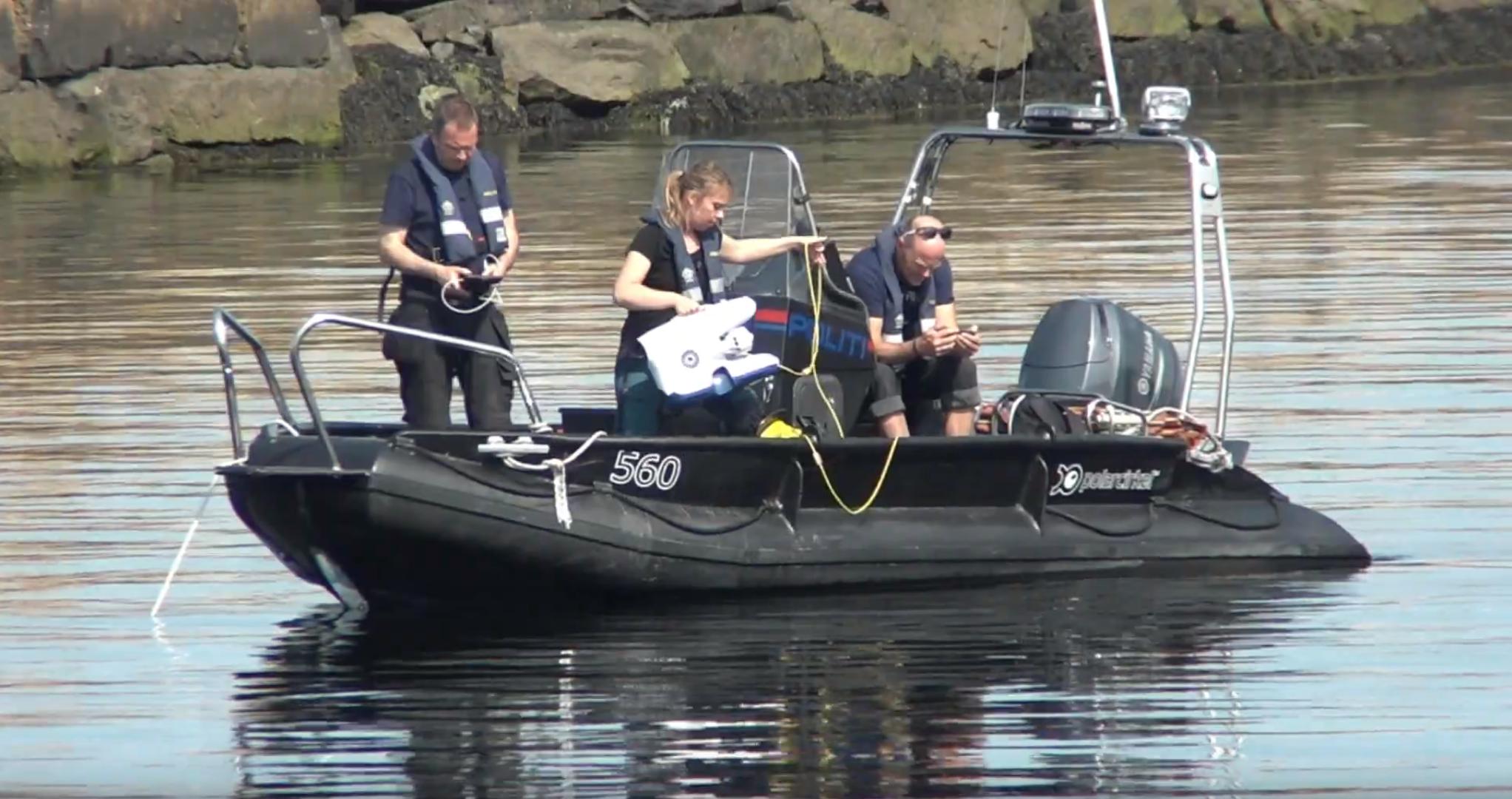 Norsk politi bruker en undervannsdrone fra Blueye fra båt