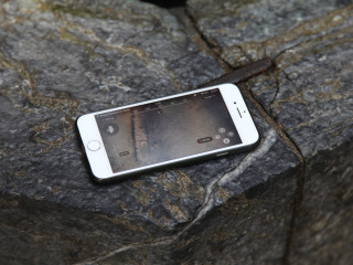 Blueye app on phone resting on the edge of the well