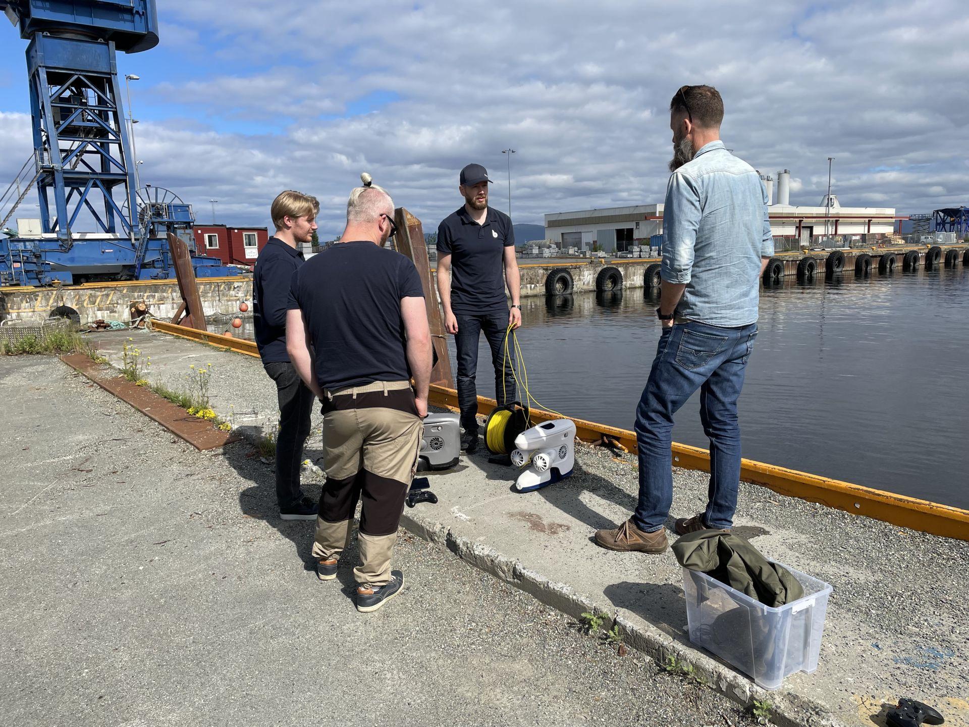 Blueye employees taking photos to ROV tutorial