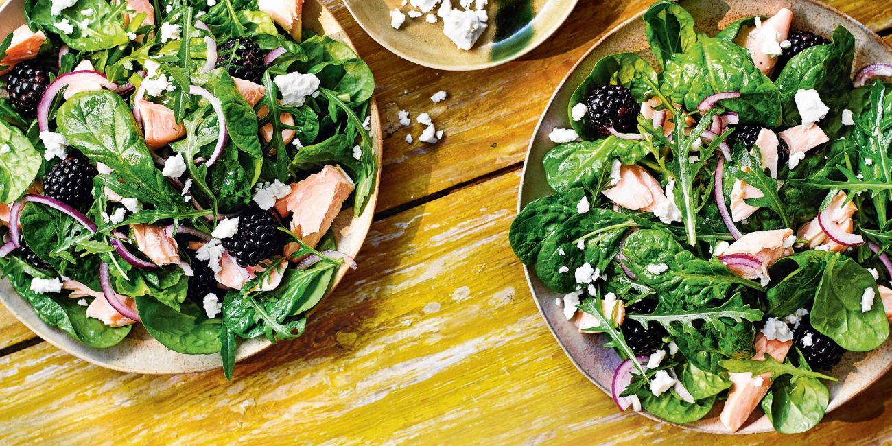 Salmon and spinach salad with blackberries