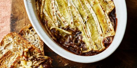 Baked Brie with caramelised balsamic onions