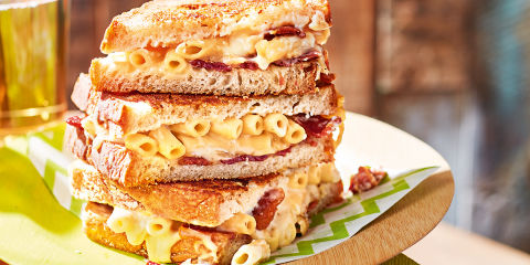 Grilled macaroni cheese and bacon sandwich
