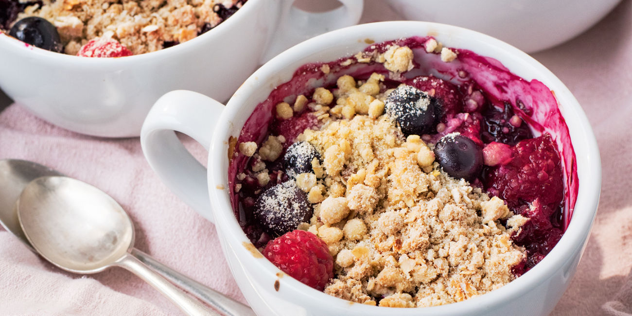 Berry crumble cups